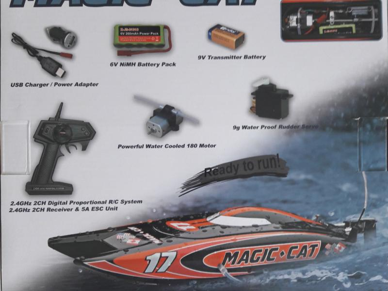Detail chassis Micro Magic Cat complet avec radio batterie et chargeur